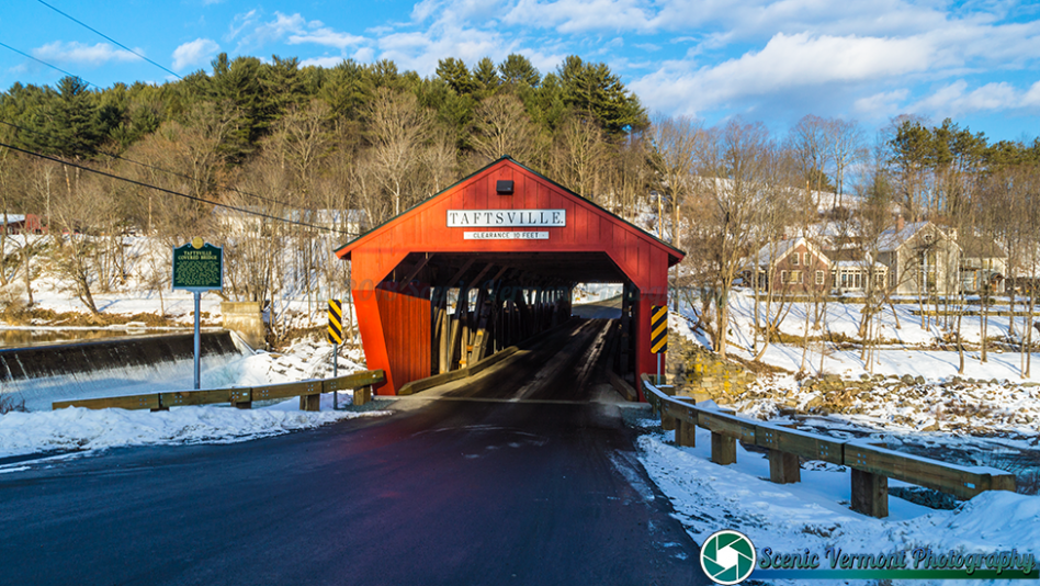 A light dusting of snow at the Taftsville Covered Bridge.